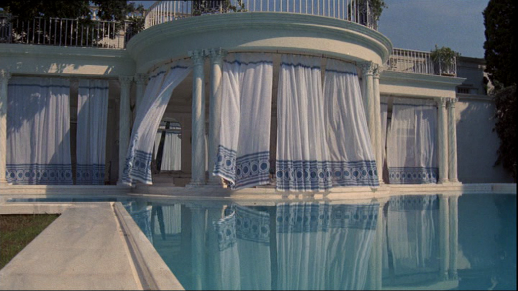 Style icons the great gatsby 1974 fur coat no knickers for Jay gatsby fear of swimming pools