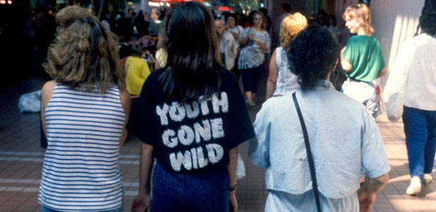90s shopping mall fashion